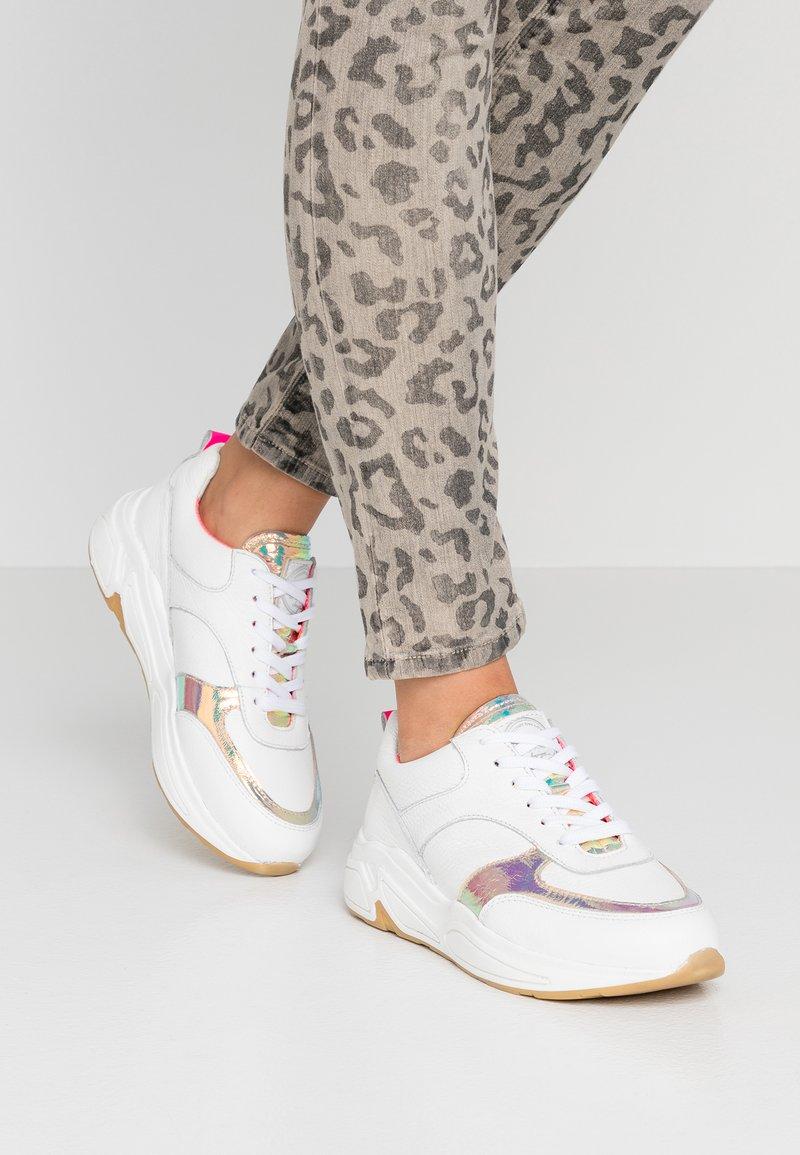 Bullboxer - Sneakers basse - white/pink