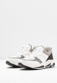 Bullboxer - Sneakers laag - black/white - 4