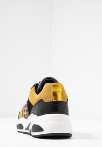 Bullboxer - Sneakers - black/yellow - 5