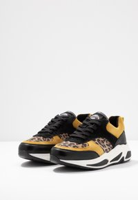 Bullboxer - Sneakers - black/yellow - 4