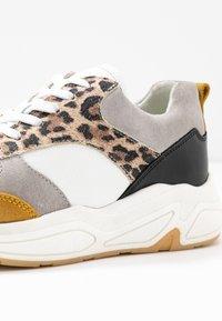 Bullboxer - Sneakers laag - white - 2