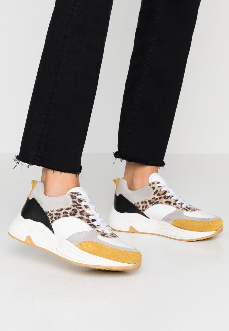 Bullboxer - Sneakers laag - white