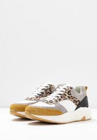 Bullboxer - Sneakers laag - white - 4