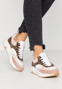 Bullboxer - Sneakers laag - light pink - 0