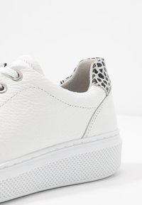Bullboxer - Trainers - white - 2