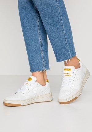 Sneakers - white/yellow