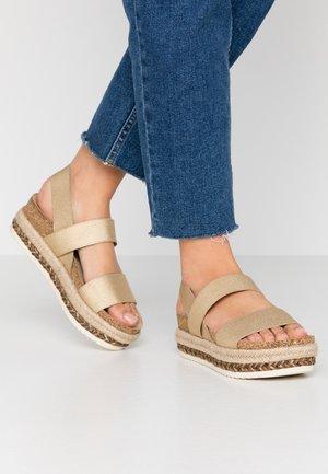 Korkeakorkoiset sandaalit - platinum