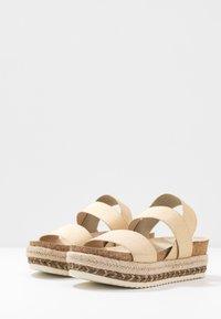 Bullboxer - Platform sandals - platinum - 4