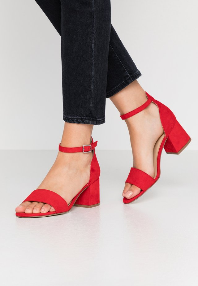 Sandalen - light red