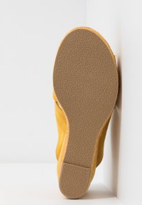 Bullboxer - Heeled mules - old yellow - 6