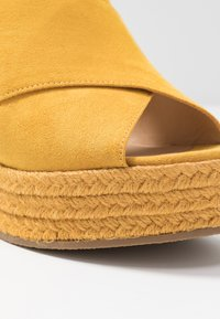 Bullboxer - Heeled mules - old yellow - 2