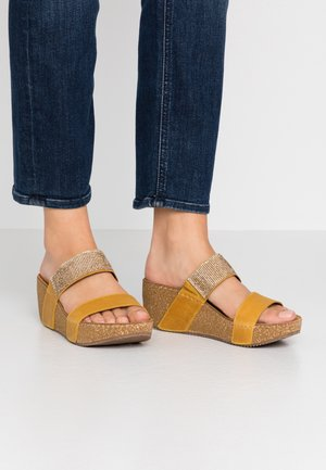 Heeled mules - old yellow