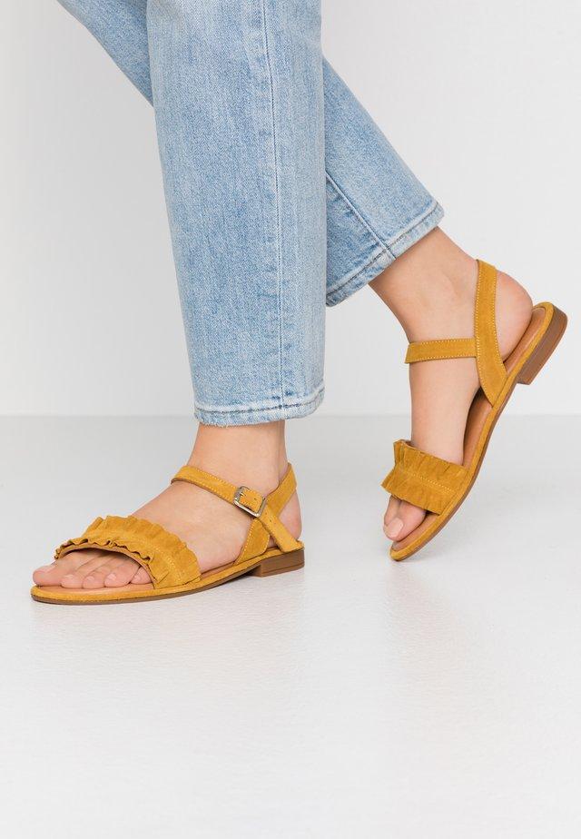 Sandaalit nilkkaremmillä - yellow