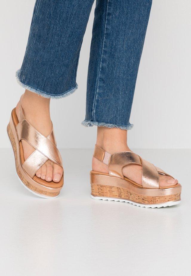 Korkeakorkoiset sandaalit - rose gold