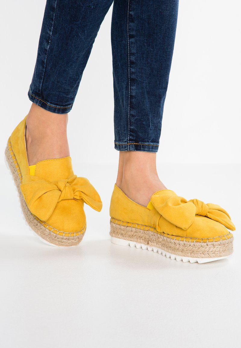 Bullboxer - Espadrilky - yellow