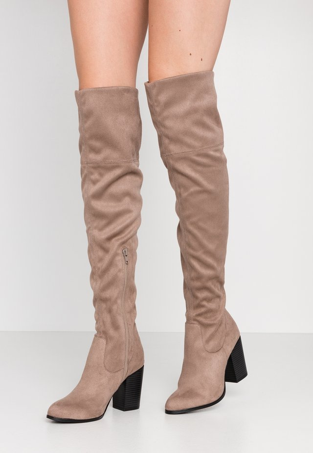 Over-the-knee boots - cemt