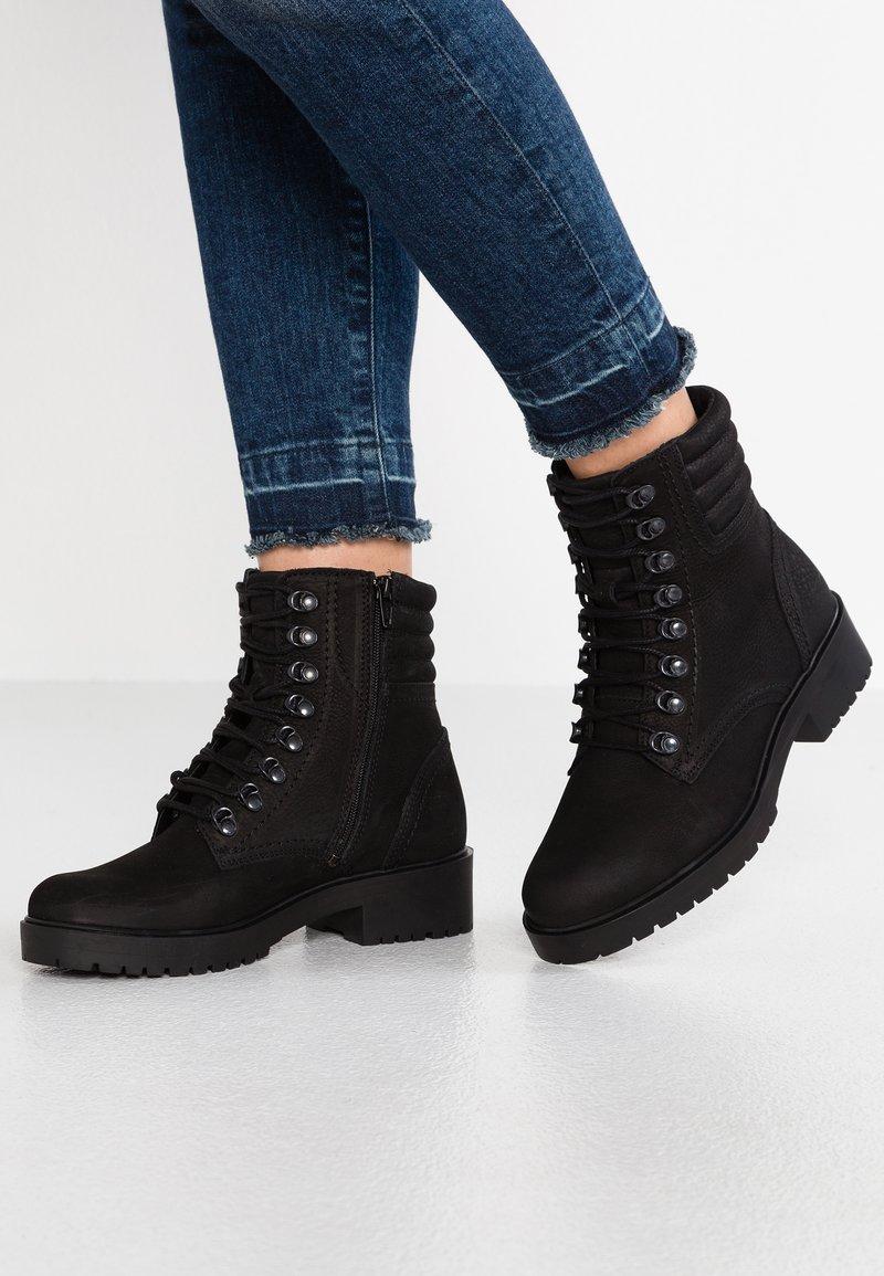 Bullboxer - Šněrovací kotníkové boty - black