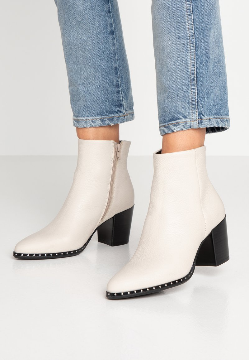 Bullboxer - Ankle boots - offwhite