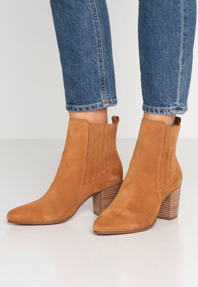 Kotníková obuv - carm