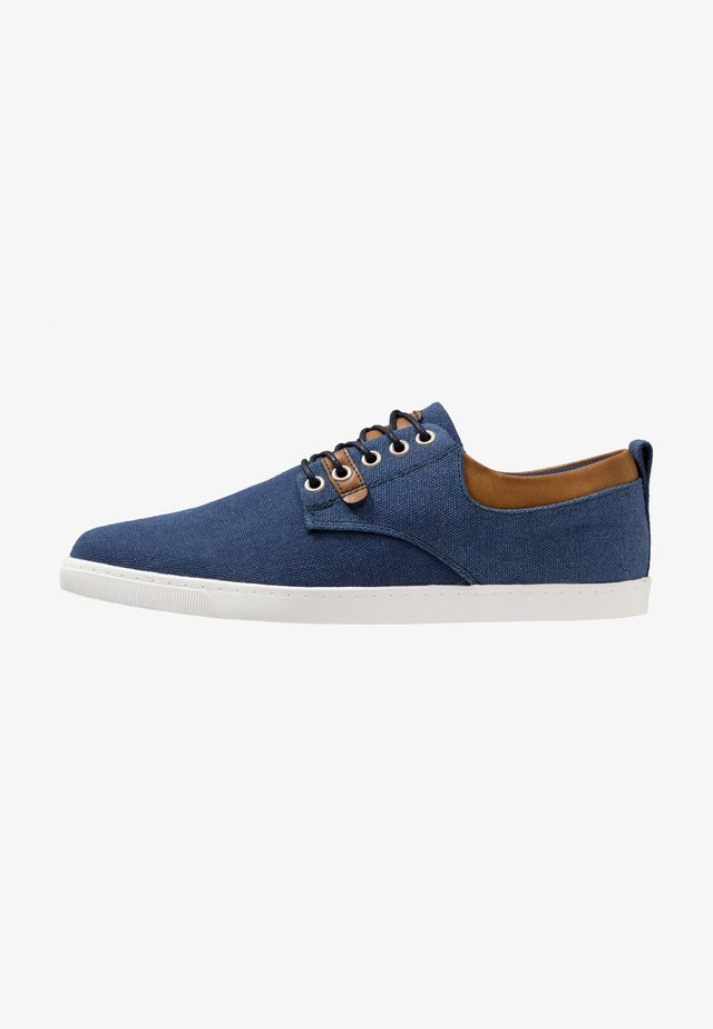 Sneakersy niskie - naco