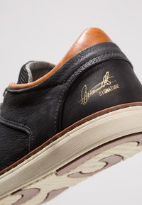 Bullboxer - Joggesko - black/cognac - 5