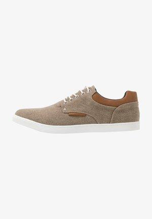 Chaussures à lacets - sand