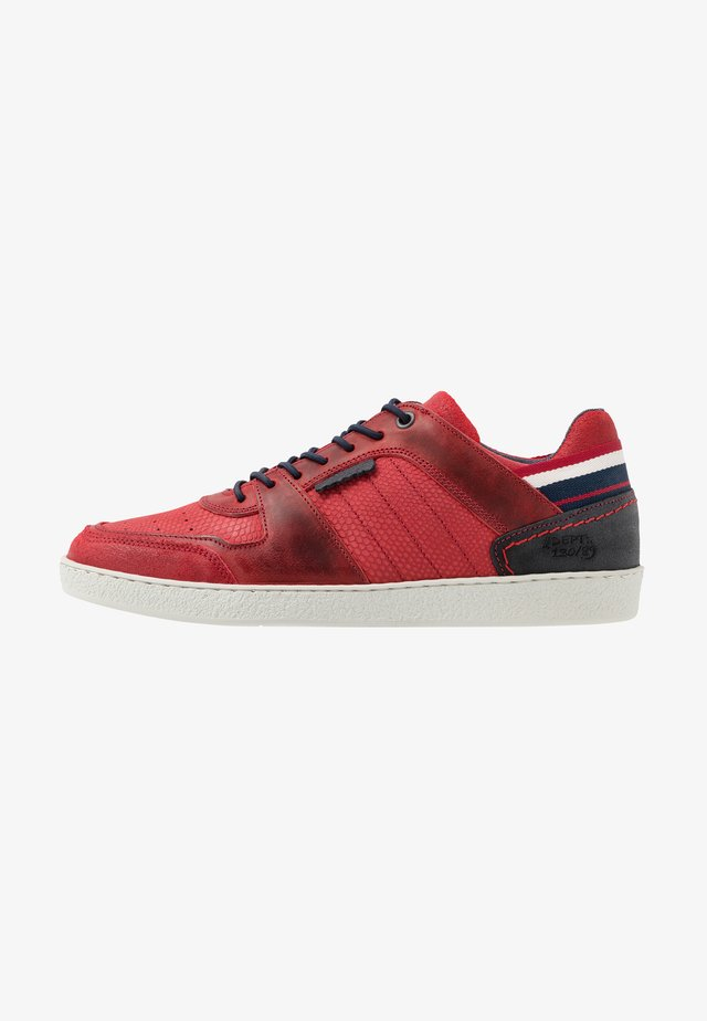 Loaferit/pistokkaat - red