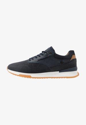 Sneakers basse - fyna