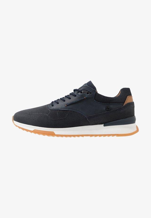 Sneaker low - fyna