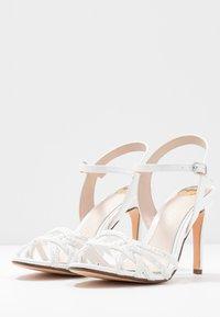 Buffalo - AFTERGLOW - Sandaler med høye hæler - white - 4