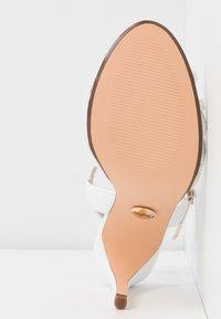 Buffalo - AFTERGLOW - Sandaler med høye hæler - white - 6
