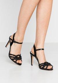 Buffalo - AFTERGLOW - Sandaler med høye hæler - black - 0