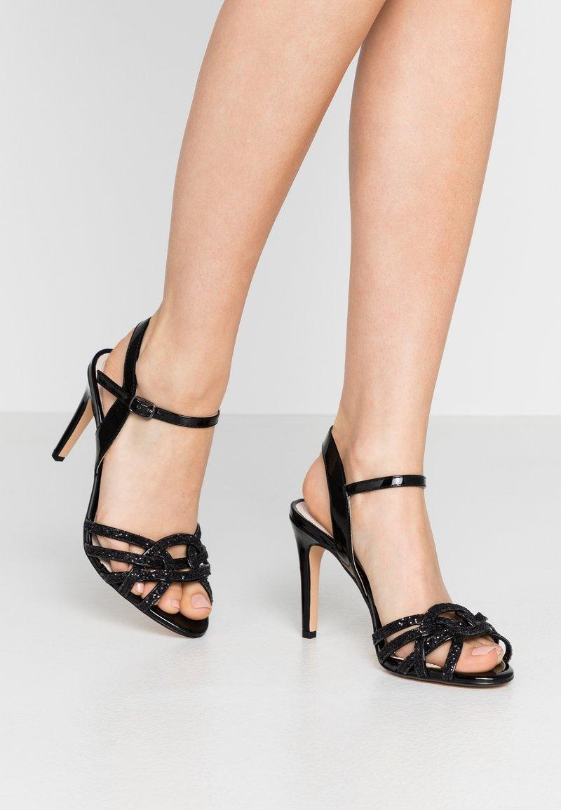 Buffalo - AFTERGLOW - Sandaler med høye hæler - black