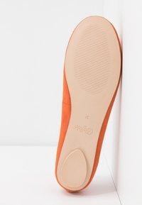 Buffalo - ANNELIE - Bailarinas - orange - 6