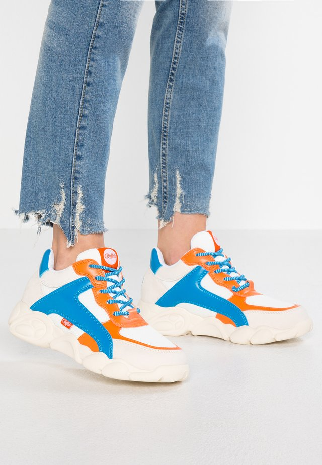 CAIRO - Joggesko - white/blue/orange
