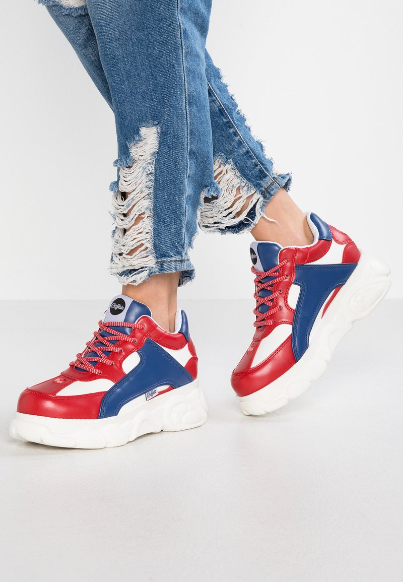 Buffalo - COLBY - Sneaker low - red/blue/white