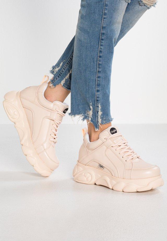CORIN - Sneakersy niskie - nude