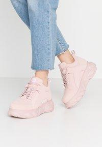 Buffalo - CORIN - Sneaker low - light pink - 0