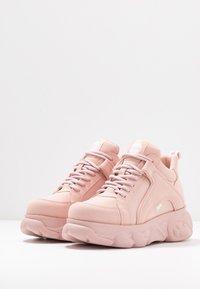 Buffalo - CORIN - Sneaker low - light pink - 4