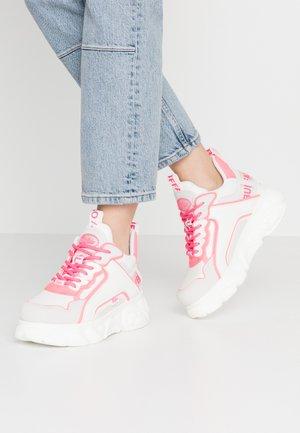 CHAI - Tenisky - white/neon pink