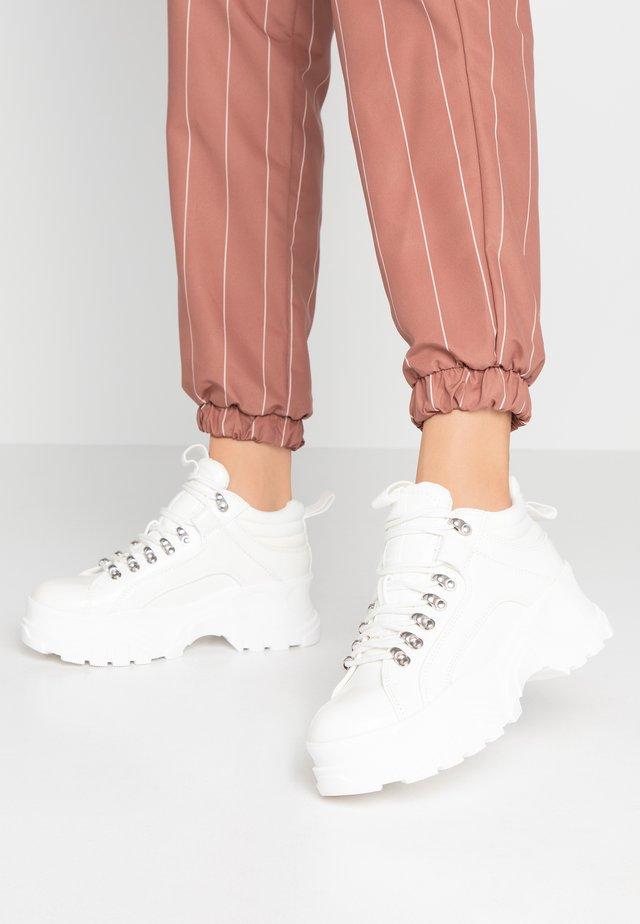 FINA - Sneakersy niskie - white