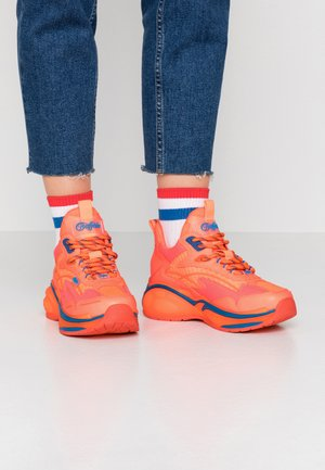 B.NCE S1 - Trainers - neon orange