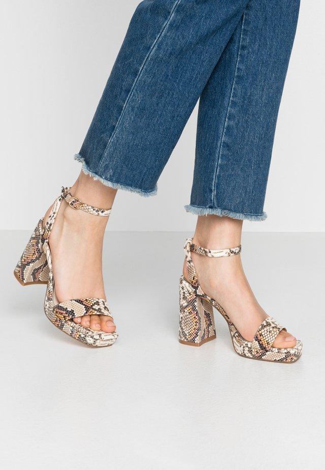 JOSEPHINE - Korolliset sandaalit - natural/beige