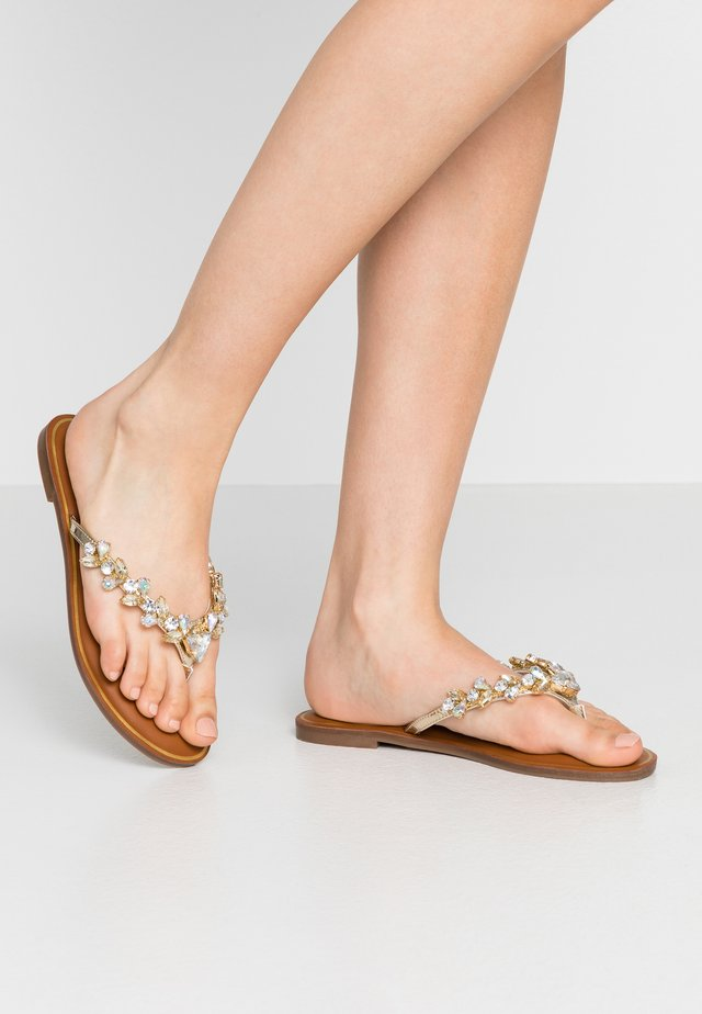 JENNA - Sandály s odděleným palcem - gold
