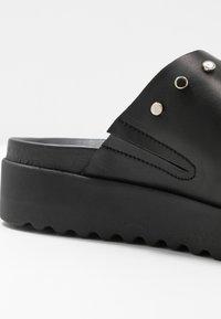 Buffalo - JAYMA - Pantofle - black/silver - 2
