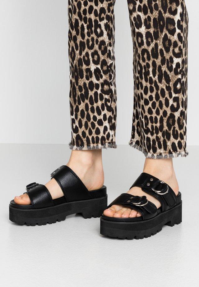 JAYLAH - Pantofle na podpatku - black