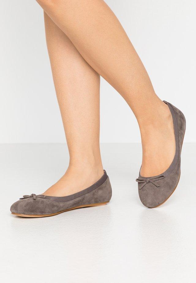 ANNELIE  - Klassischer  Ballerina - grey