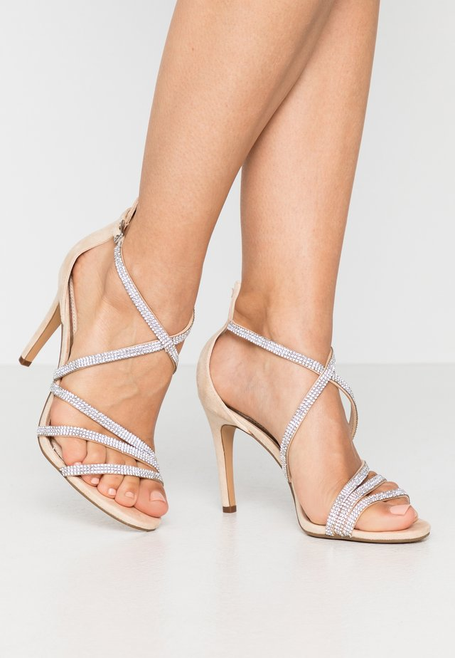 MAKAI - Sandały na obcasie - nude