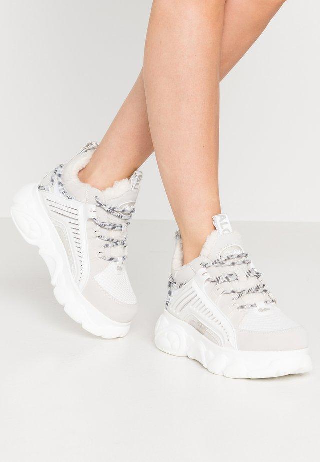 HIKE - Sneakers - white