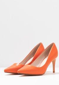 Buffalo - FANNY - Klasické lodičky - orange - 4